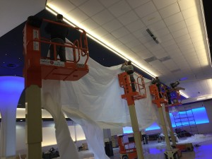 Grand montage - plafond-tendu